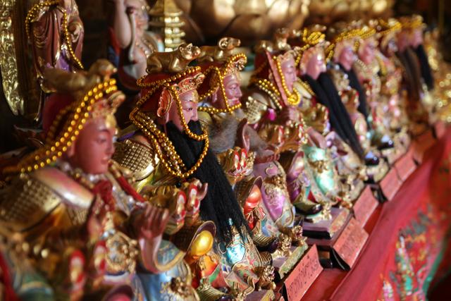 Chinese statues at Wat Phanan Choeng (วัดพนัญเชิงวรวิหาร)