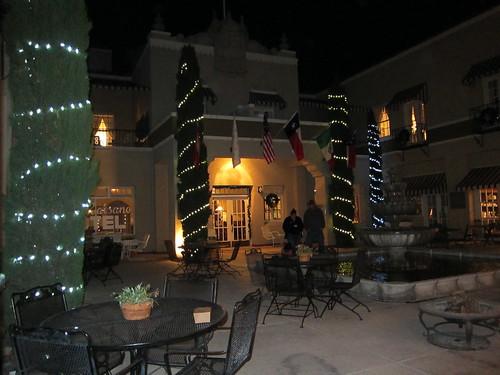 Hotel Paisano-01-Courtyard