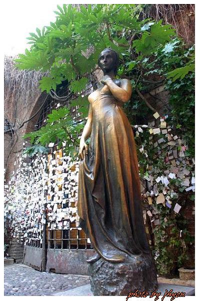 1108878325_茱莉葉之家雕像