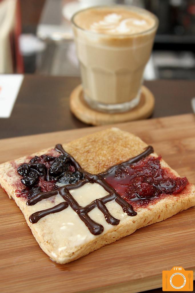 Magnum Opus Mondrian Toast