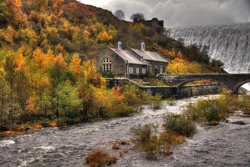 fall water wales dam autumncolours midwales rhayader rhaeadr elanriver mabjack cabancochelanvalley