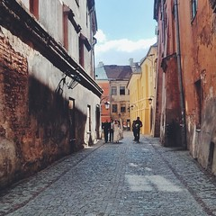 Newlyweds heading for their photography session in downtown Lublin.