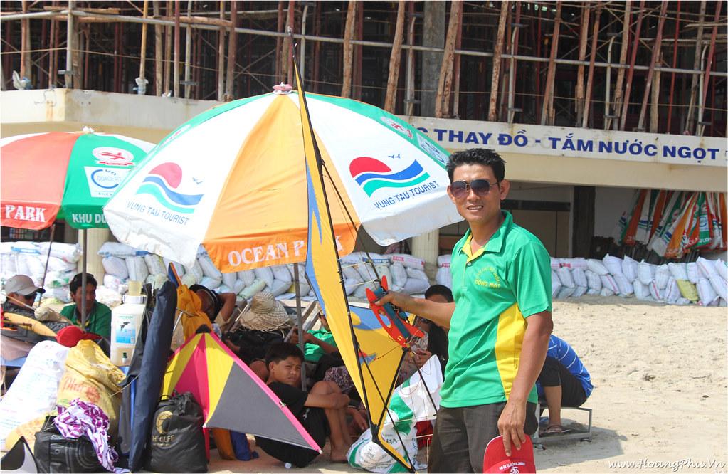 Anh Huỳnh Đình Chiến trong cuộc thi diều ở Vũng Tàu năm 2013