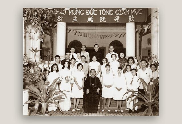 Saigon - Đức TGM Nguyễn Văn Bình (1910-1995) - Hình chụp tại nhà thờ Đức Bà Hoà Bình, gần nhà chú Hoả (226A Nguyễn Thái Bình, Quận 1)