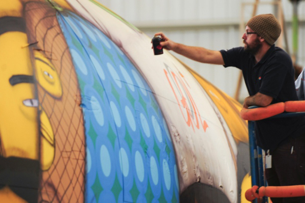 os-gemeos-spray-paint-the-brazillian-national-teams-airplane-7