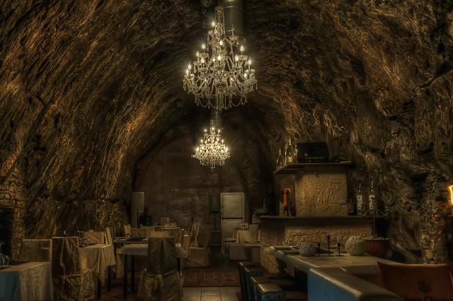 комната в пещере