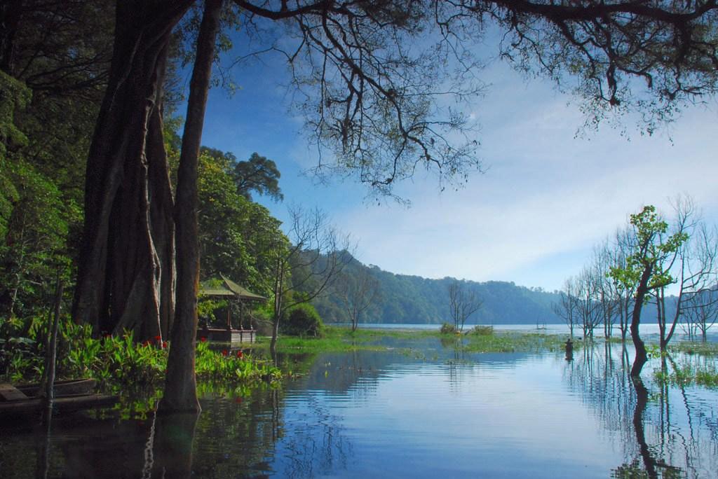 20. Tamblingan-Lake-by-yandeardananaphotography-1
