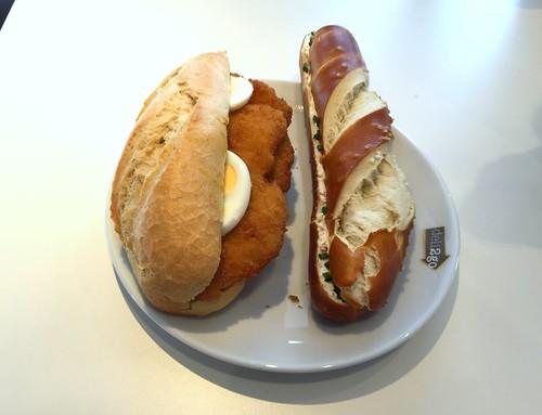 Schnitzelbrötchen mit Ei + Laugenstange mit Sauerrahm & Schnittlauch
