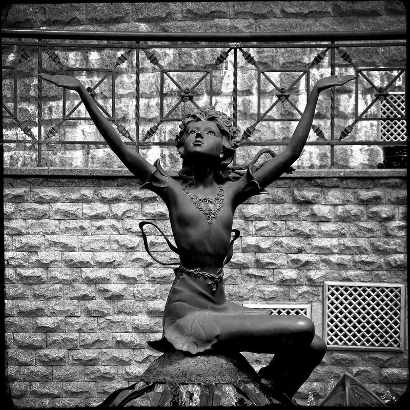 «Дюймовочка» (Thumbelina) fountain