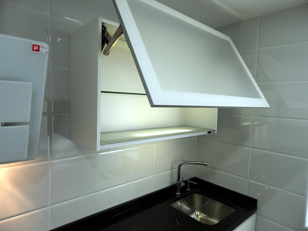 Muebles de cocina especialistas en dise o sin tiradores for Muebles altos de cocina