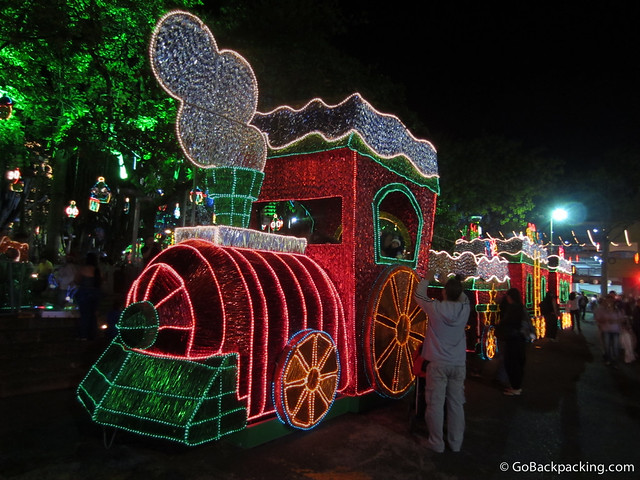 The theme of this year's Christmas light displays is the history of Antioquia. A train sub-theme is evident in Parque Envigado.
