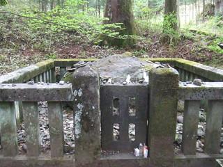 滝尾神社・子種石