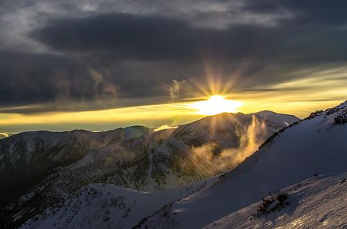 sunset mountain snow mountains art montagne 35mm nikon tramonto nuvole poland polska down best neve rays nikkor shining polonia raggi jbg greenscene zakpane kuznice d7000