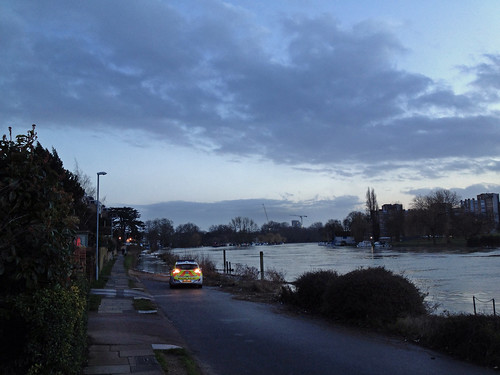 flooded-thames-with-police-car