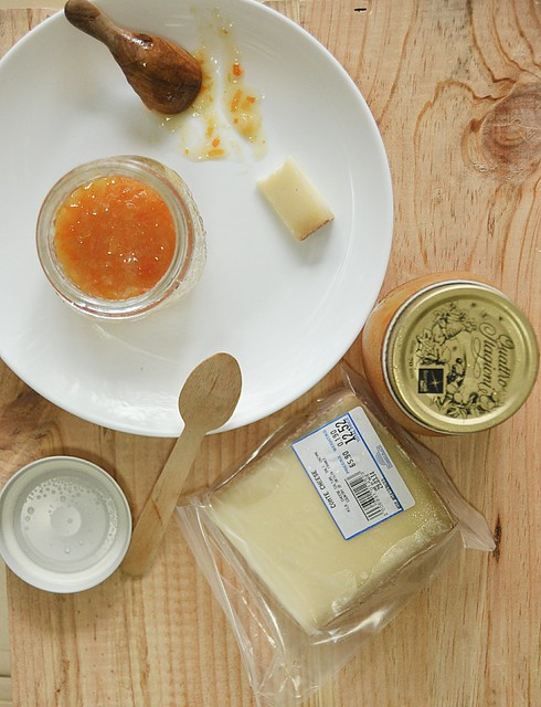 scene_picnic_cheese_marmalade