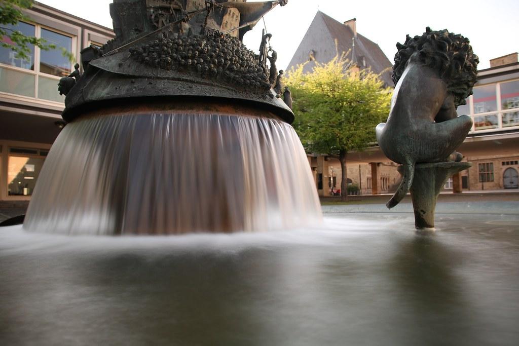 Bürgerbrunnen mit Löwenpudel am Lortzingplatz in Osnabrück #osnabrück #brummen #langzeitbelichtung #wasser