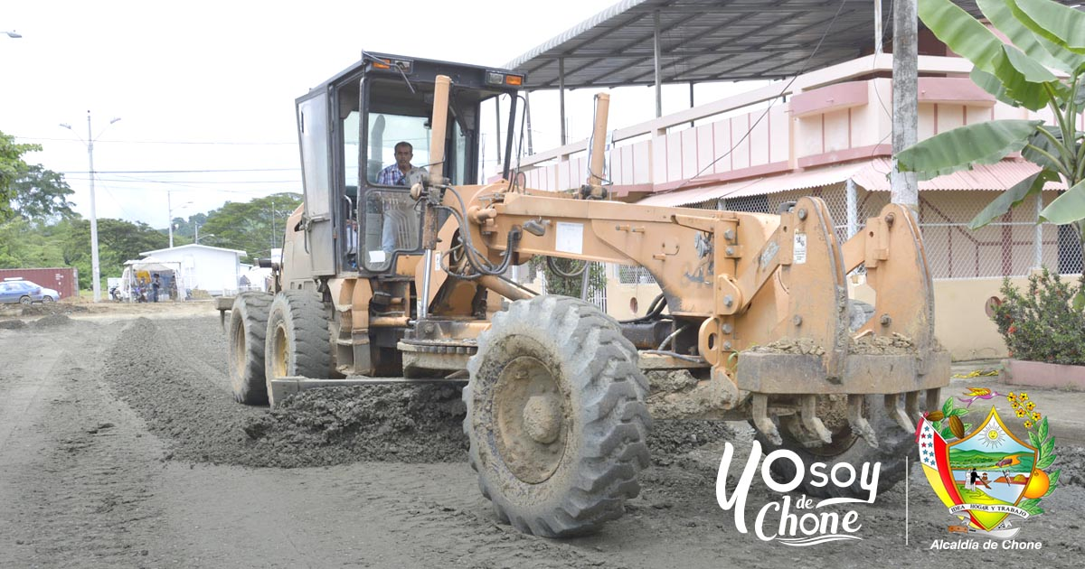 En Los Naranjos Uno colocan material sub base y base para adoquinar tramo de calle
