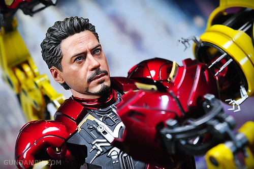 Hot Toys Iron Man 2 - Suit-Up Gantry with Mk IV Review MMS160 Unboxing - day3 (59)