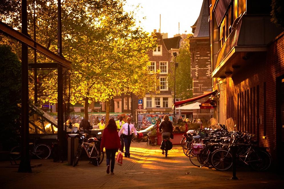 3. Calles estrechas en Ámsterdam, un día de septiembre. Autor, Moyan Breen