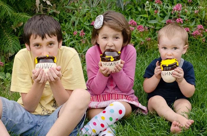 mini-hunny-pot-fondant-cakes