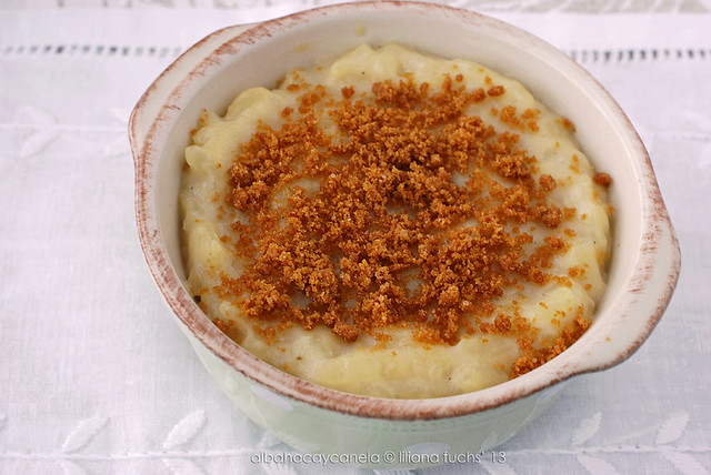 Oatmilk rice pudding with crushed cookies
