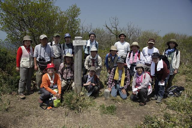 山頂で恒例の記念撮影.