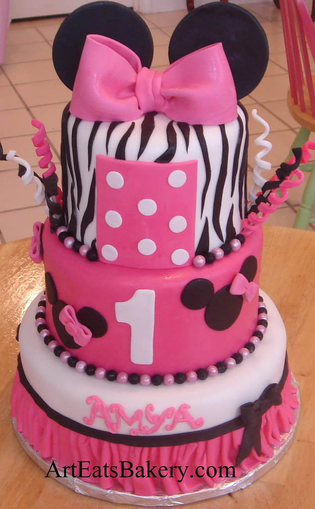 Three tier Minnie Mouse creative fondant birthday cake design with