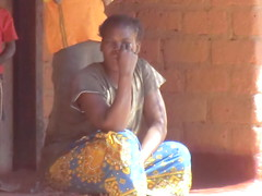 Zambia. Aldea entre Kasama y Mporokoso. Una mujer