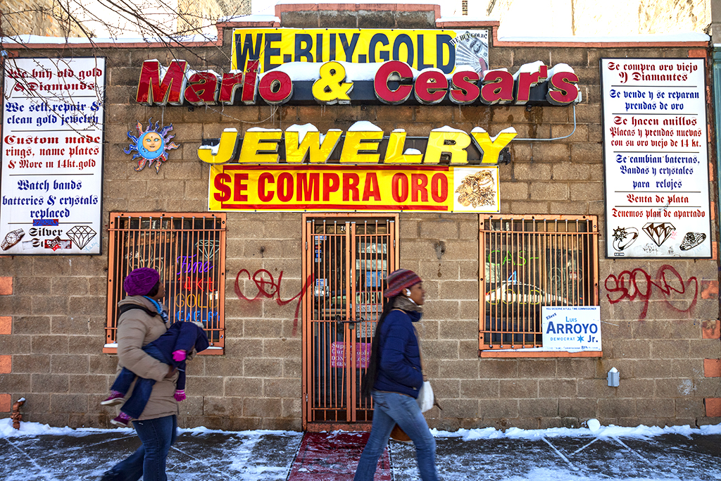 Gold-buyer-in-Humboldt-Park-on-2-18-14--Chicago