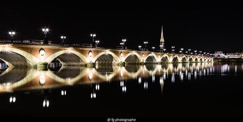 Pont de Pierre à Bordeaux by night