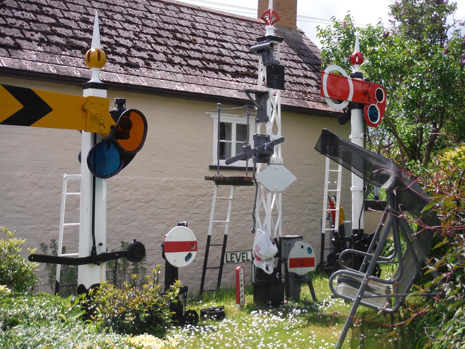 Ellan Thie's Garden SWC Walk 249 Tisbury Circular via Dinton and Fovant