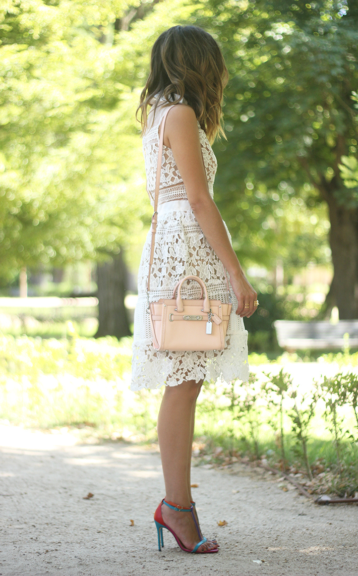 white lace dress summer outfit carolina herrera heels coach bag dior sunnies04