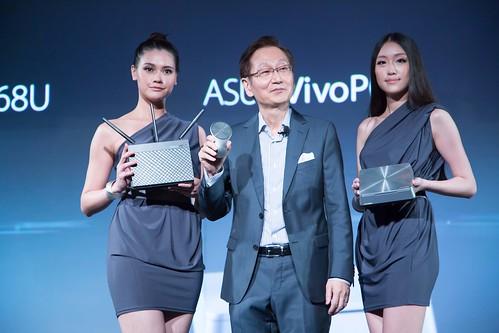 華碩從筆電、平板及家庭應用全方面轉變了消費者對數位生活的期待和想像。共發表了VivoPC, VivoMouse及RT-AC68U Router三款數位家庭產品