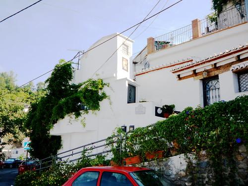 Garnata1 vom freien Parkplatz an der Strasse aus gesehen