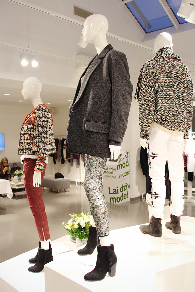 My experience at H&M's showroom where I saw Isabel Marant for H&M. Preview of the upcoming Isabel Marant for H&M collection through fashion bloggers eyes.