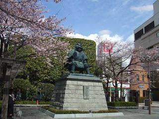 駅前・信玄像