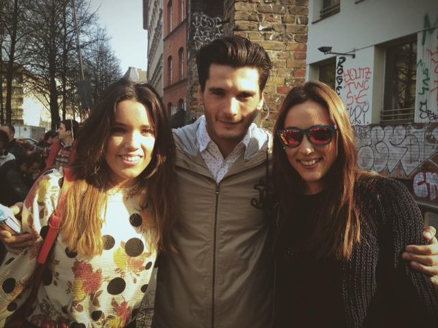 foto con Yon González, Alba y Belén después del rodaje de Perdiendo el Norte