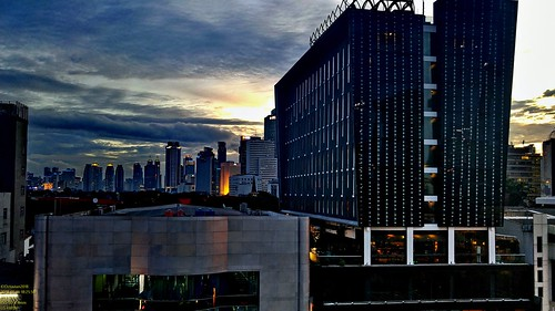 metro metropolis city cityscape modern building skyscraper tower hirise highrise office architecture design exterior structure lg g4 smartphone phone cameraphone android handheld dusk sunset sun sky skyline horizon goldenhour beautiful cloud cloudy wide jakarta indonesia capitalcity dki dkijakarta java southeast asia southeastasia ibis arcadia room roomview