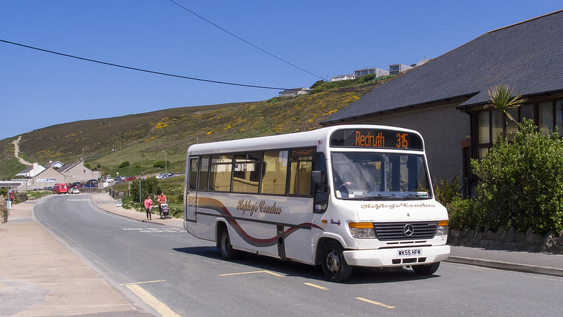 Hopley's Coaches WK55 HFM at Porthtowan on route 315