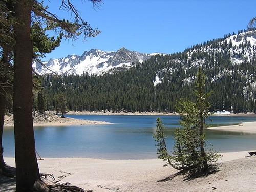 danau indah