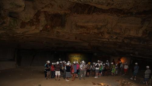 Grupo de visitantes en Atapuerca