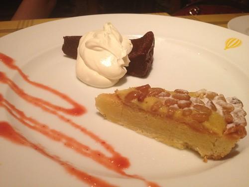 デザートは濃厚ガトーショコラと松の実とオレンジカスタードのタルト@グー イタリアーノ 赤坂店