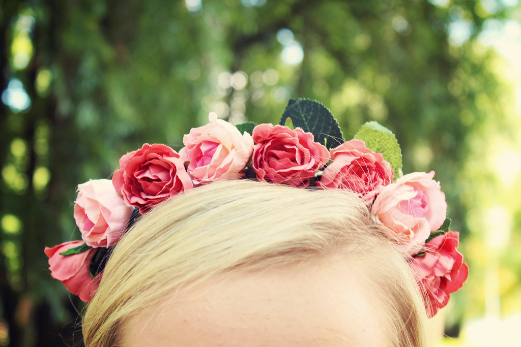 DIY flower crown, DIY flower headband, roses, how to, do it yourself, easy, tutorial