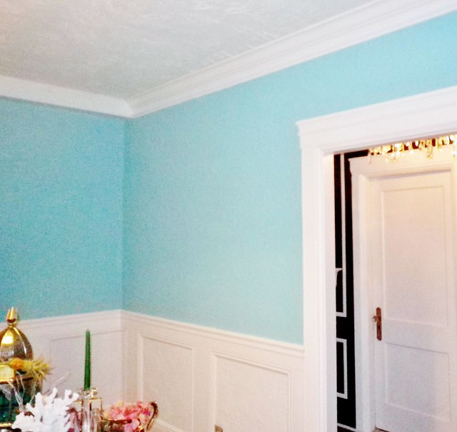 Tiffany blue dining room white panel moulding for Tiffany d dining room
