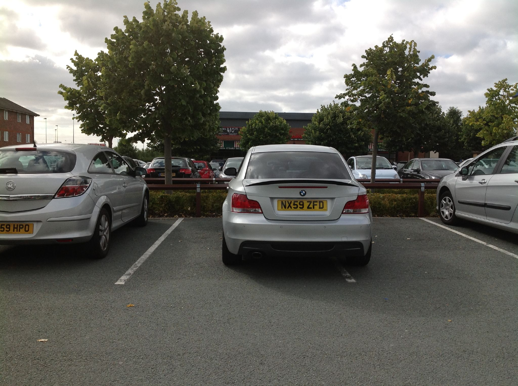 This is a wanker parked in Lichfield. Absolute text book. Image CC Kevin Boyd