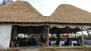 第15屆國際國民大會會場,於非洲烏干達仿傳統屋舍的開放會議空間進行。