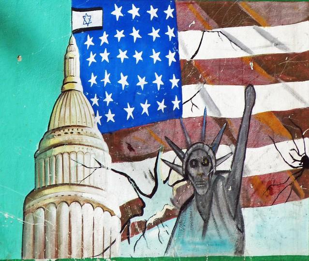 Pintura en la ex Embajada de Estados Unidos en Irán