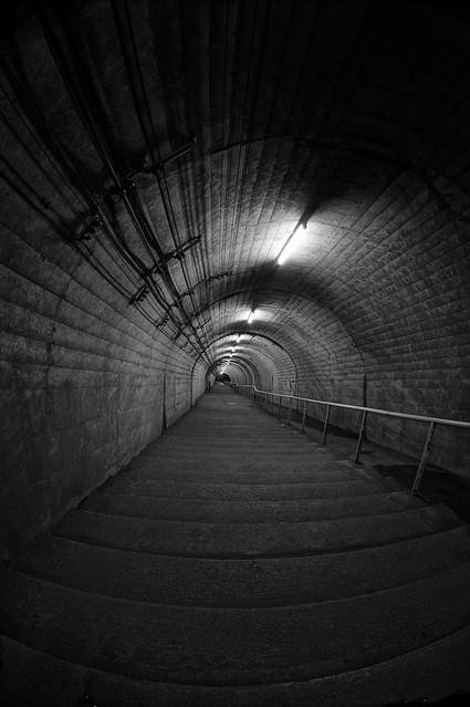 写真_地底への道1