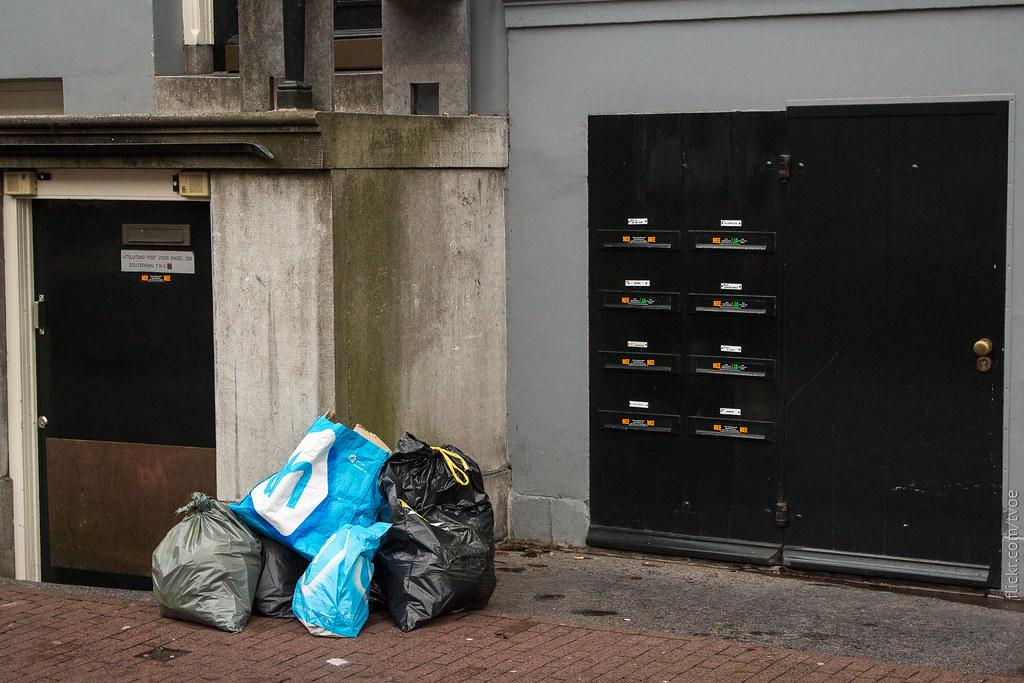 Мусор и почтовые ящики в Амстердаме