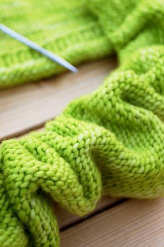 Twist pullover